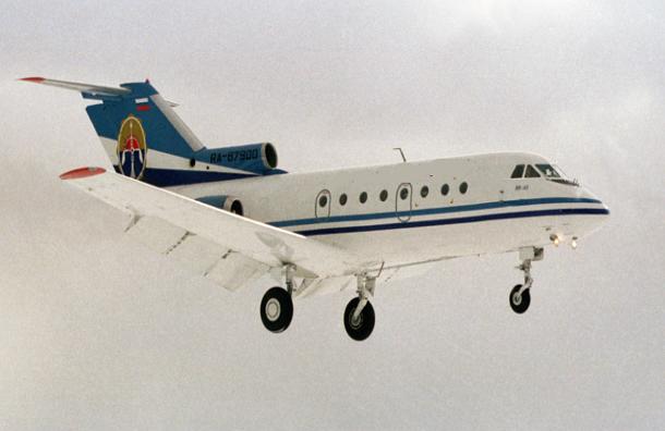 Летевший в Таганрог самолет Ан-26 совершил аварийную посадку в новой Москве