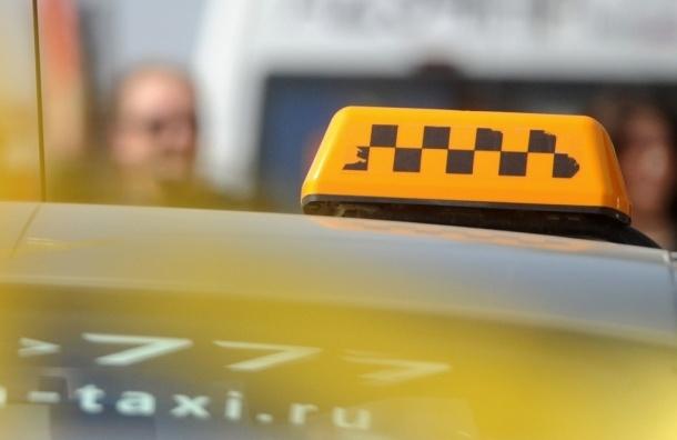 Такси с желтыми номерами разрешат выезжать на выделенные полосы московских дорог