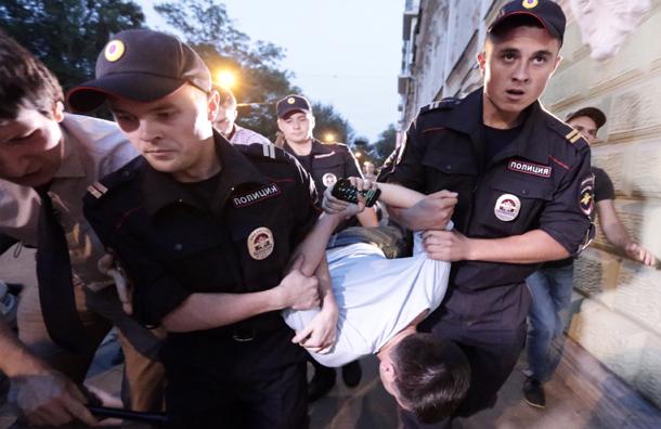 Активистов с Чистопрудного бульвара обвиняют в неповиновении полиции