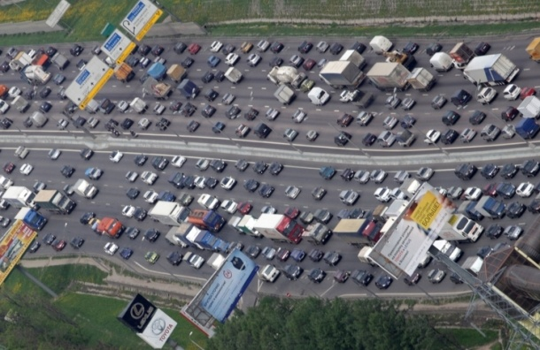 Движение на северо-западе МКАД парализовано из-за аварий