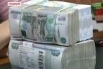Кадыров раздал жителям Чечни пачки тысячных купюр
