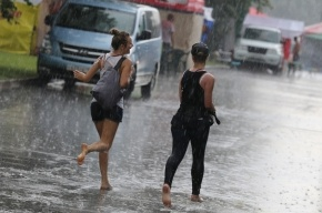 Москву затопило из-за сильного ливня: местами вода поднялась по колено