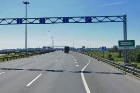 Водитель «Тойоты» погиб, врезавшись в припаркованный на КАД грузовик