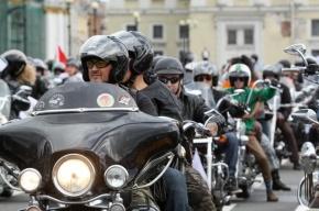 Колонна байкеров проехала по Невскому проспекту