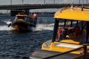 Экипаж аквабуса спас тонувшего в Неве гостя свадьбы