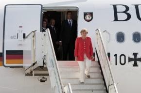 Голый наркоман проник в самолет Меркель и уснул в ее кровати