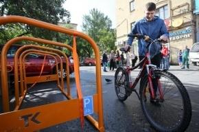 В Выборгском районе Петербурга установили новые велопарковки