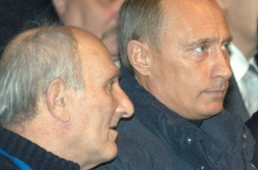 Простившись с тренером, Путин в одиночестве бродил по промзоне
