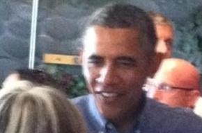 Обама внезапно заехал на ланч в кафе и оставил там хорошие чаевые