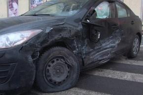 В Петербурге столкнулись сразу три автомобиля
