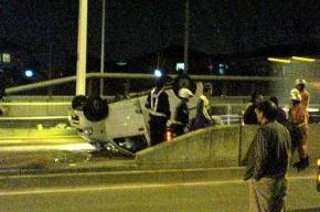 В Петербурге  BMW X5 снес бетонную ограду и вылетел на пешеходный переход