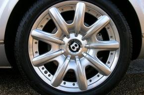 В Петербурге за неправильную парковку разбили Bentley сотрудницы «Роснефти»
