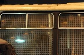 В Москве на МКАД трое рецидивистов в наручниках сбежали из автозака