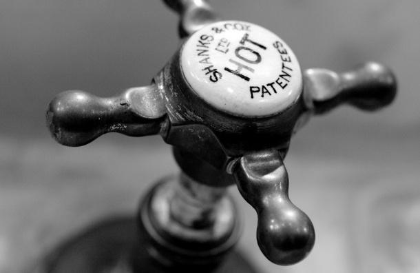 ГУП «ТЭК» объяснил неприятный запах горячей воды в Петербурге