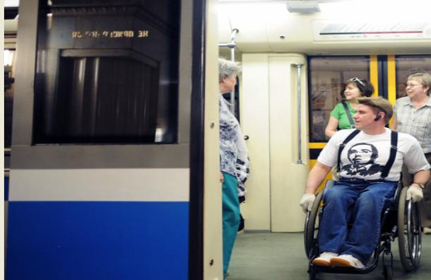 Инвалидам выделят специальные места для проезда в вагонах метрополитена Москвы