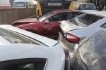 На набережной Обводного канала грузовик столкнулся с 8 машинами: Фоторепортаж