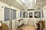 Фоторепортаж: «В метро Петербурга появились вагоны с откидными сидениями»
