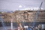 "операция по подъему круизного лайнера ""Коста Конкордия"" : Фоторепортаж"