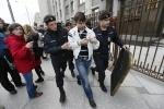 У Госдумы задержали протестующих против реформы РАН: Фоторепортаж