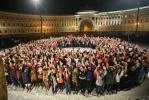 На Дворцовой площади под искусственным снегом снимали фильм «Елки-3»: Фоторепортаж