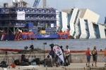 Фоторепортаж: «Затонувший лайнер Costa Concordia»