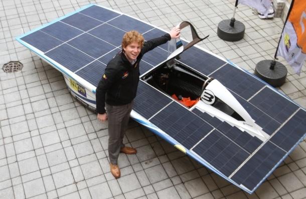 В Петербурге представили экомобиль на солнечной батарее