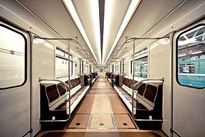 В метро Петербурга появились вагоны с откидными сидениями: Фото