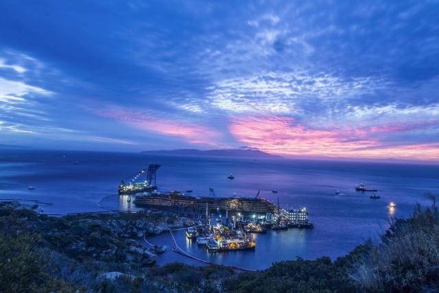 """операция по подъему круизного лайнера """"Коста Конкордия"""" : Фото"""