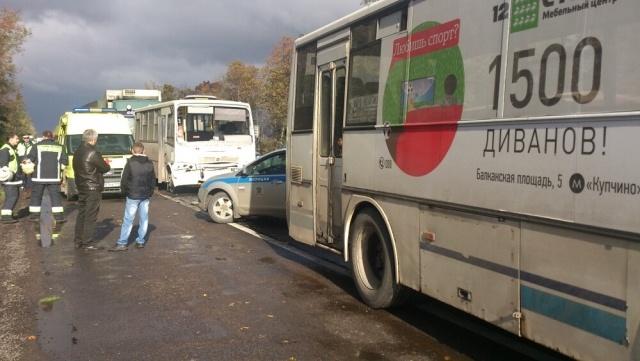 На Московском шоссе столкнулись две маршрутки, грузовик и микроавтобус: Фото