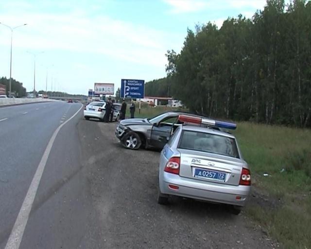 В Тюмени наркоман украл BMW X5 и разбил на нем 10 машин: Фото