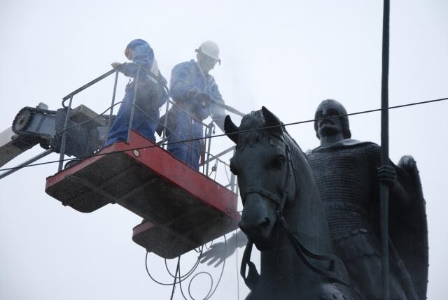 В Петербурге Александра Невского помыли перед крестным ходом: Фото