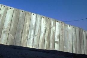 На Парнасе мужики решили украсть бетонный забор