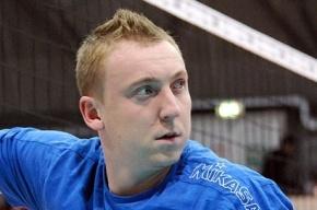 Голый российский волейболист на фото прикрылся кубком Европы