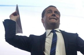 Медведев написал статью об экономическом развитии России