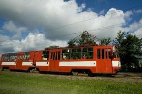 На Лесном проспекте сошедший с рельсов трамвай создал пробку