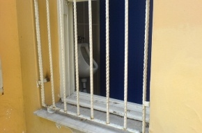 Наркодилер погиб, выпрыгнув из окна туалета в управлении ФСКН