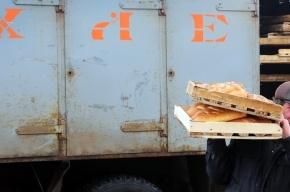 Экспедитор, водитель и грузчик подрались при разгрузке фургона с продуктами