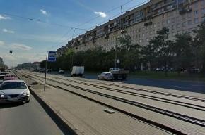 На Бухарестской иномарка вылетела на остановку и сбила трех девушек