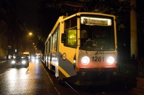 Трамвай сбил мужчину с ребенком на руках на востоке Москвы