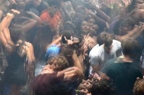 В ЗакСе считают, что ночные клубы в Петербурге не должны работать по ночам