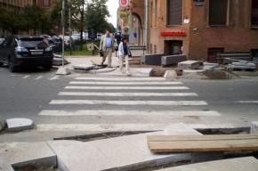 Ремонт тротуаров в центре Петербурга опасен для прохожих