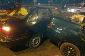 При столкновении двух легковушек в Петербурге пострадали три человека