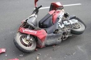 На Дворцовой площади «КамАЗ» сбил водителя скутера