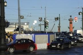 Движение по Дворцовому мосту полностью откроют к ноябрю