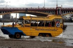 Туристический автобус-амфибия загорелся в Лондоне, 9 человек пострадало