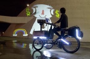 Бразильские велосипедисты в Петербурге покажут кино на стенах домов