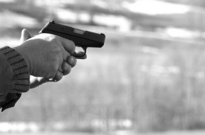 Двое пьяных мигрантов развлекались, стреляя по восьмилетнему ребенку