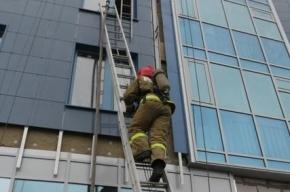 Женщина с ребенком спасены из горящей квартиры в Петербурге