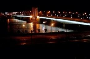 Автомобили перелетали через разводящийся мост Александра Невского