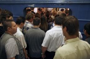 На серой ветке московского метро отцепились вагоны, движение прервано